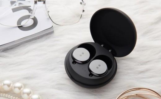 「新东西」怪奇耳机俱乐部!美国歌手推出真无线耳机,长得像个大号耳钉……