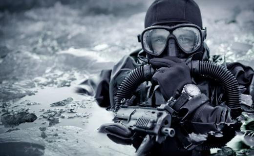 海豹突擊隊最愛的執勤利器,25年自動發光下海都不怕