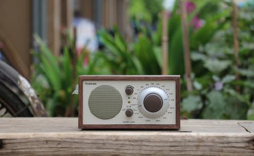 经典再现,音质媲美BBC监听音箱的复古收音机
