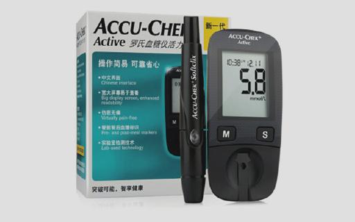 瑞士羅氏血糖儀:即插即用,微量血樣即可,500條記錄方便查閱