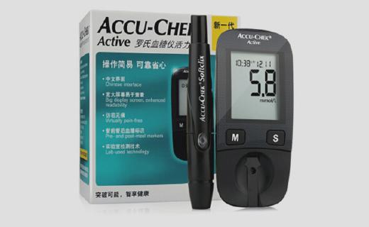 瑞士罗氏血糖仪:即插即用,微量血样即可,500条记录方便查阅