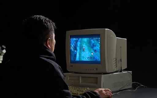 年度最硬核穿越視頻!大神用一顆芯片魔改古董電腦,開機驚到我了!