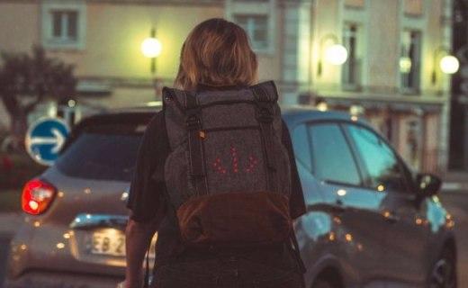 自帶轉向燈的戶外背包,讓出行更安全!