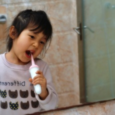 2岁长蛀牙非危言耸听,usmile儿童冰淇淋电动牙刷ti'y