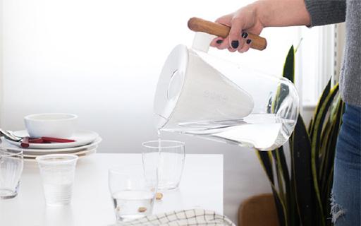 防摔裂的濾水壺,設計簡約不笨重