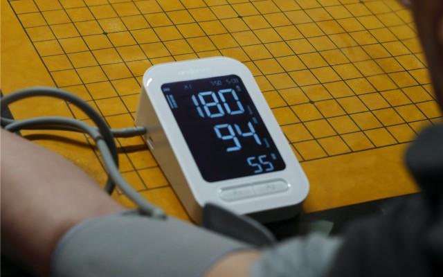 「超逸酷玩」九安智能血壓計,測量只需按一下