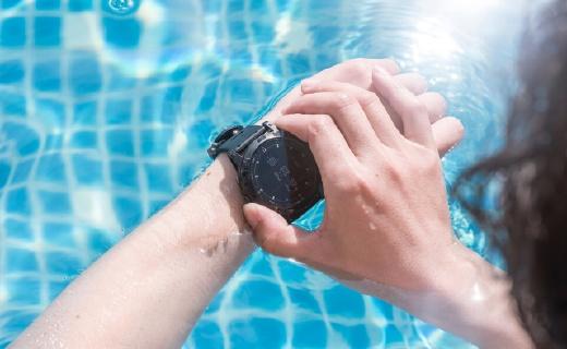 雪?#20581;?#24322;国感受国产户外智能手表,为探索保驾护航——军拓铁腕5x航母限量版