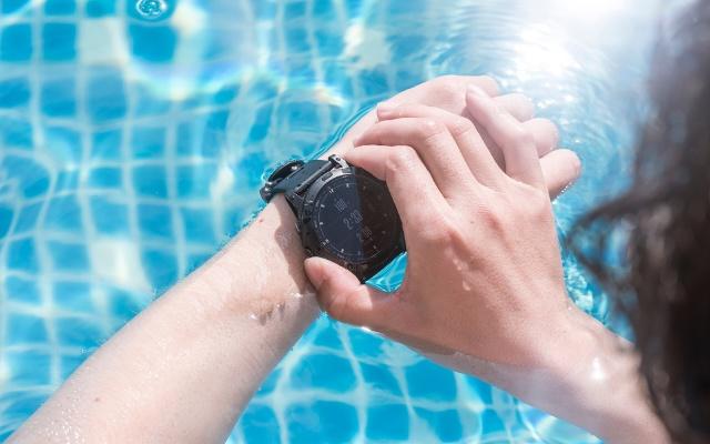 雪山、異國感受國產戶外智能手表,為探索保駕護航——軍拓鐵腕5x航母限量版