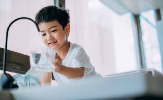 「體驗」想喝就喝 | 康麗根純水機,時刻保證孩子用水安全