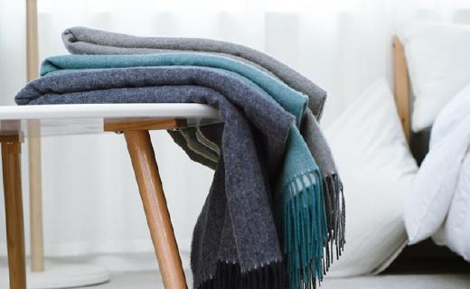 网易严选毛毯:?#38393;?#32650;羔毛天然纤维,AB两面一毯多用