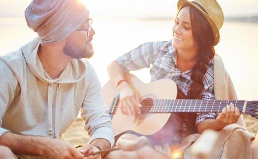 雅马哈F310民谣吉他:音色纯正,唱给你的南方姑娘