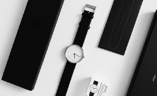黑白塑造经典时尚,这款个性的手表适合年轻人佩戴!