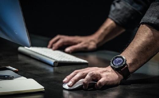 佳明Fenix5s户外手表:腕式心率监测,性能强大体积轻巧