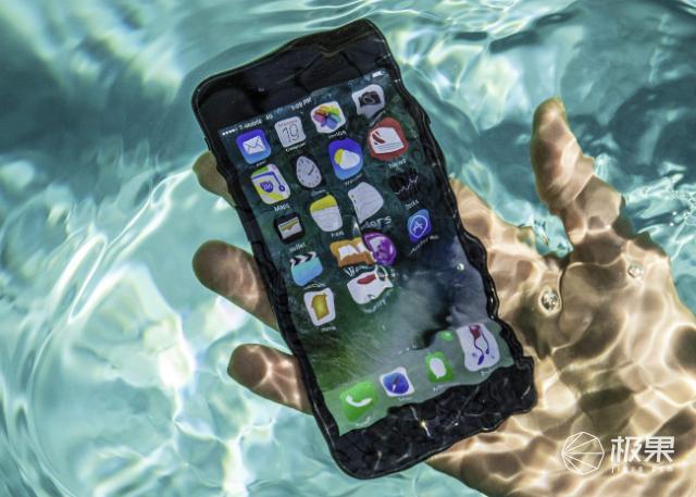 研究显示新冠病毒可在手机上存活28天,苹果给出iPhone消毒建议