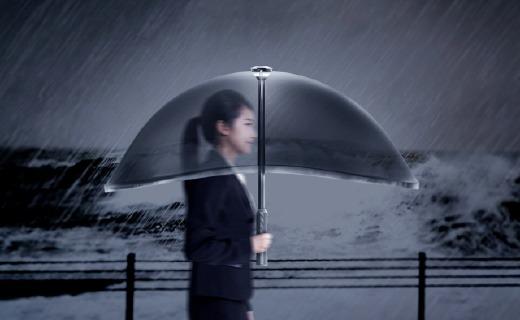 """带""""全面屏""""的充气雨伞,?#32617;?#39640;还能自动折叠"""