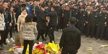 """一雙球鞋引發的戰爭?!上海演潮人""""拳擊賽"""",群毆、哄搶、還猥褻......"""