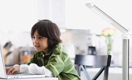 松下5.5W致盈臺燈:進口LED芯片光線自然不傷眼,三檔調光