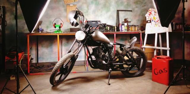 这才是改装的?#24080;酰?#33039;烂旧125摩托变黑武士Bobber,只花了200块!