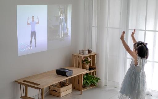 投影能這么好玩?多點觸控分分鐘變平板,智能健身帶你輕松鍛煉~