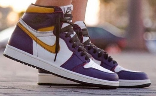 新联名!Nike SB x Air Jordan 1 湖人配色款:经典搭配潮流