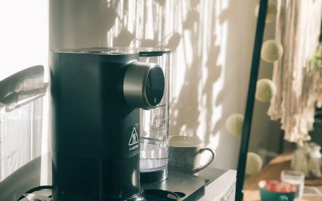 4秒速热,这个小家电让你在冬季也能水当当!——莱卡即热式饮水机测评
