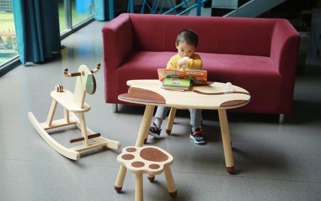 一桌一椅一凳一馬,REETOP兒童實木家具,將家里變成游樂園