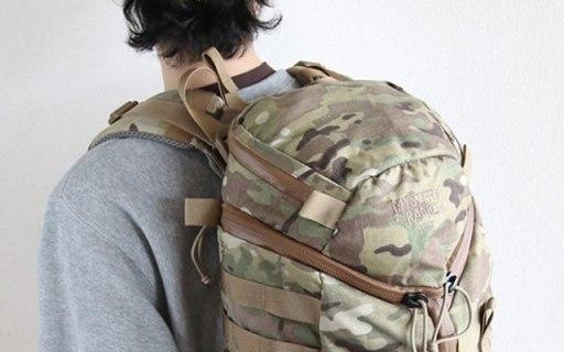 神秘牧场Front 户外背包 :经典三拉链设计,方便拿取户外必备