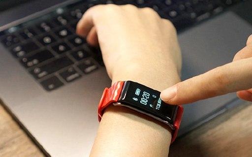 颜值与实力并存,24h监测健康还能信息提醒 — 荣耀 A2畅玩手环轻体验