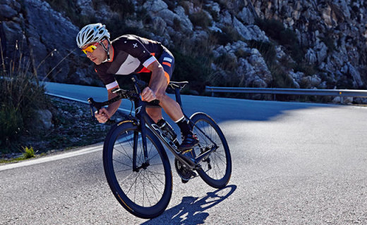 Dhb ASV Warmer騎行服:超輕面料出色保溫,貼身設計更舒適