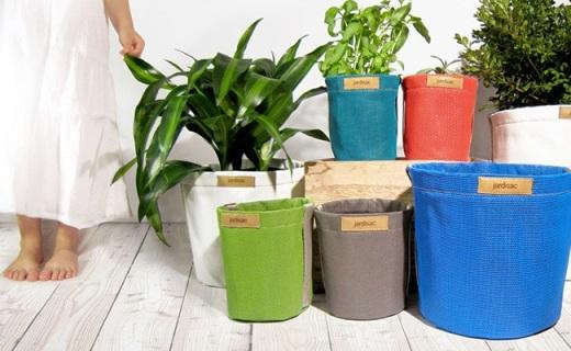 用帆布做成的多彩花盆,透氣鎖水讓植物長更好