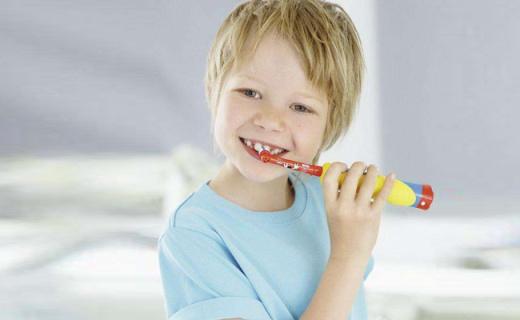 歐樂-B冰雪奇緣電動牙刷:柔軟細密刷毛,呵護寶寶嬌軟口腔