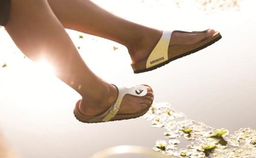 火了百年的德國涼鞋紀梵希Kenzo都在抄,下單不到200塊