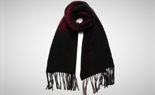 Luigi Baldo圍巾:純羊毛材質舒適保暖,紅黑搭配簡約精致