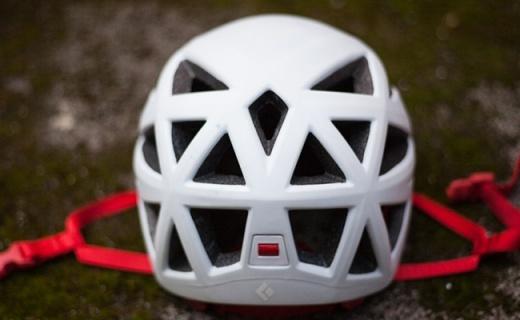 黑鉆Vapor攀登頭盔:碳素纖維夾EPS襯墊,超輕佩戴體驗僅重200g