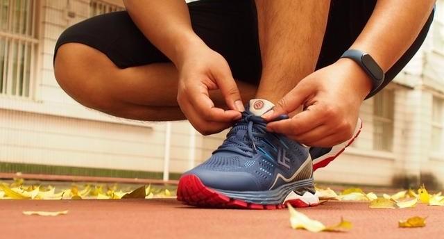 小?#23376;?#21697;FREETIE云弹:为竞速而生的专业稳定缓震跑步鞋
