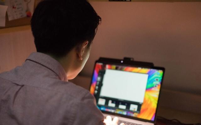要努力更要视力,明基ScreenBar Lite护眼灯陪你每一天