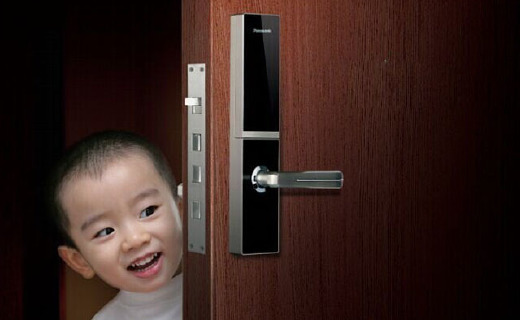 松下智能门锁:三种开锁方式多重保障,防撬设计自动警报