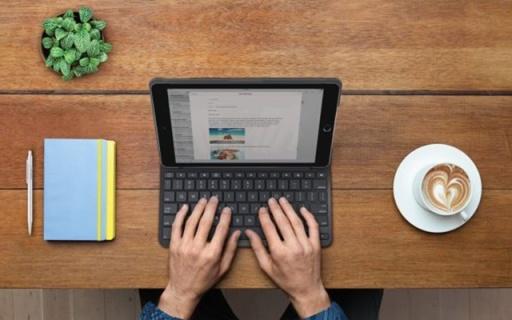 一顆紐扣電池能用四年!羅技發布iPad專用鍵盤