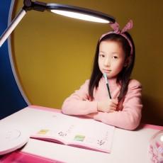 什么是真正的护眼台灯,孩视宝这款很合适