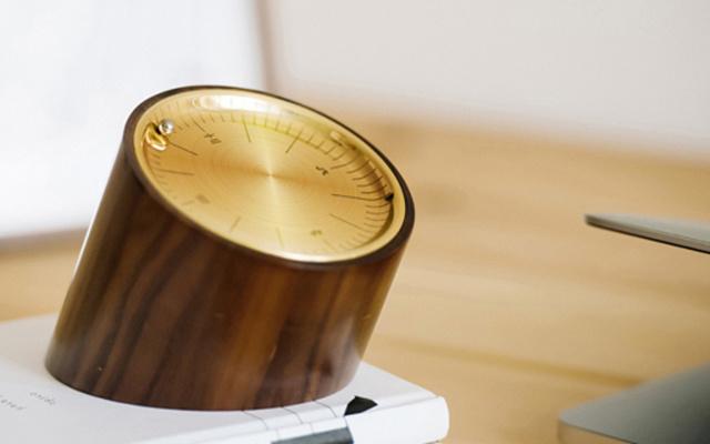 复古外观有腔调,是钟表更是解压神器 — 闲点儿 胡桃木解压台钟万博体育max下载 | 视频