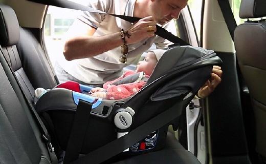 trottine提籃式安全座椅:注塑工藝牢固安全,一拎就走使用方便