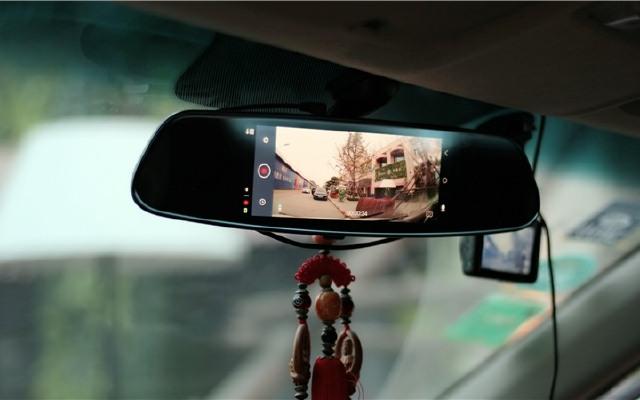 车载智能后视镜的搅局者,小蚁智能后视镜体验 | 视频