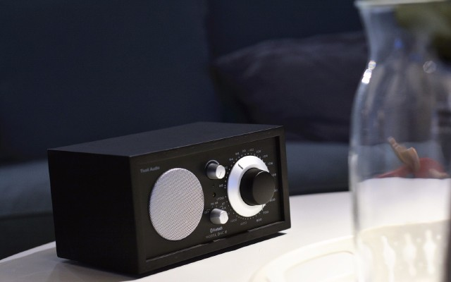 复古造型,支持蓝牙,Tivoli Audio?#25214;?#26426;测评