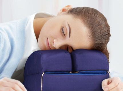 碧荷記憶棉午睡枕:16cm高度解放雙手,記憶棉材質放松頸椎
