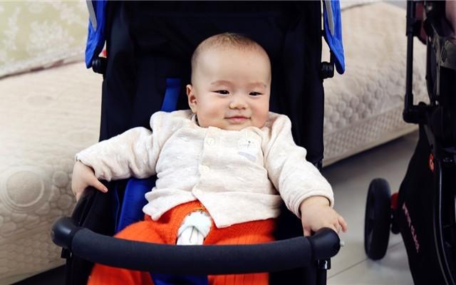 一手hold住,輕量出行!MIBABE輕便折疊嬰兒推車體驗