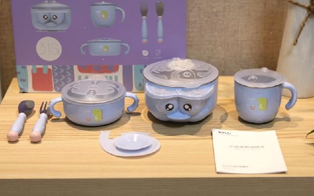 小?#23376;?#21697;推出针对宝宝专用的餐具,注水保温?#22836;?#25684;功能是亮点