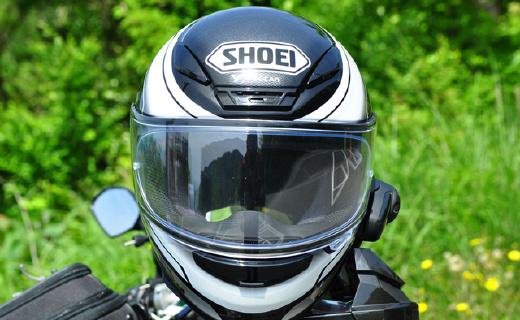 戴上这只世界顶级摩托车头盔,小电驴也能开出哈雷既视感