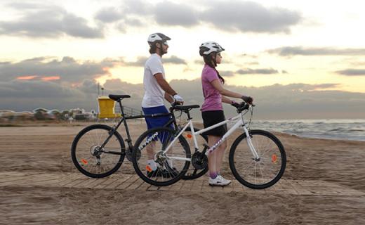迪卡侬RR3000自行车:高碳钢?#23548;?#36731;巧抗震,禧玛?#24403;?#36895;顺滑稳固