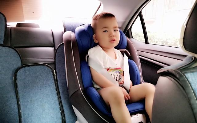舒適又安全,奶爸強推薦:QBORN旋轉嬰幼兒安全座椅評測