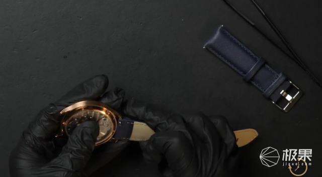 机械手表也能自己组装!零件米粒大小,潮酷好玩,千元可入手